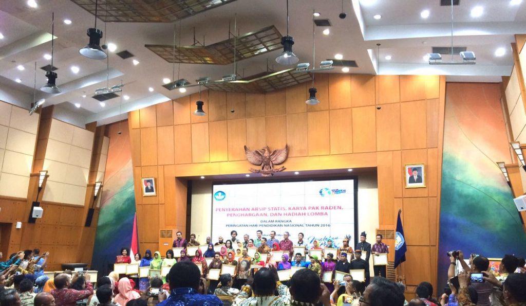 penyerahan penghargaan menteri pendidikan dan kebudayaan